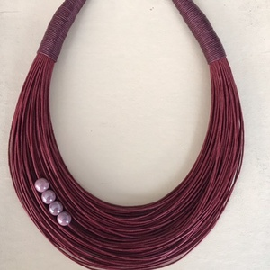 Bordó nyaklánc kerámia gyöngyökkel , Ékszer, Nyaklánc, Varrás, Viaszolt pamut nyaklánc kerámia gyöngyökkel.  \n\nA nyaklánc hossza 43+5cm (legrövidebb szál).\n\nA való..., Meska