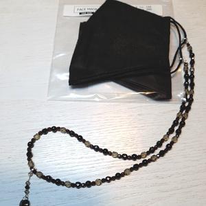 Maszktartó nyaklánc ajándék maszkkal, Maszk, Arcmaszk, Női, Ékszerkészítés, Gyöngyfűzés, gyöngyhímzés, Nyakláncként is hordható gyöngyökből fűzött maszktartó 1 db ajándék maszkkal.\nA lánc cseh gyöngyökbő..., Meska