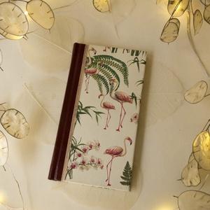 2021-es határidőnapló - heti beosztású (flamingós), Otthon & Lakás, Papír írószer, Naptár & Tervező, Könyvkötés, Heti beosztású, fekvő elrendezésű határidőnapló,\nMéret: 16*8,5cm\n\nMielőtt kiválasztanád a személyes ..., Meska