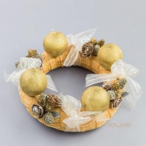 Adventi koszorú, Otthon & Lakás, Karácsony & Mikulás, Adventi koszorú, Mindenmás, Az arany gömbgyertyák a karácsony hangulatát idézik elő. A 20 cm átmérőjű koszorút szintén arany szí..., Meska
