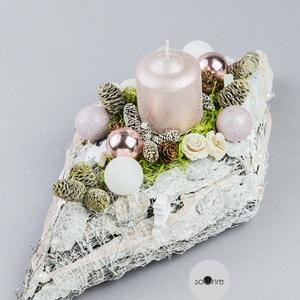 Gyöngyházfényű karácsonyi dísz, Karácsony & Mikulás, Karácsonyi dekoráció, Mindenmás, Természetes, drótozott fakéreg ágyon nagyon elegáns ez a gyöngyházfényű tömbgyertya, csillámos karác..., Meska