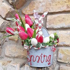 Kalapos nyuszi, Otthon & Lakás, Dekoráció, Asztaldísz, Varrás, Mindenmás, Kockás textilből nyuszit varrtam a közelgő húsvéti ünnepekre. Cink felületű kaspóban találta meg a h..., Meska