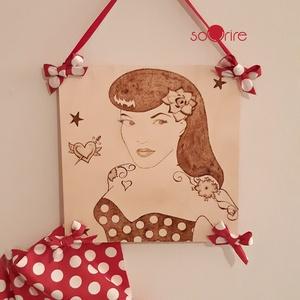 Pin-up lány falikép, Otthon & Lakás, Dekoráció, Kép & Falikép, Gravírozás, pirográfia, Pirográf technikával készült, pin-up lányt ábrázoló falikép.\nMérete: 20x20 cm, Meska