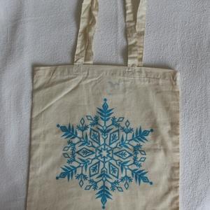 Natúr színű karácsonyi vászontáska, Táska & Tok, Bevásárlás & Shopper táska, Shopper, textiltáska, szatyor, Fotó, grafika, rajz, illusztráció, Natúr klasszikus bevásárló táska könnyű pamut anyagból. \n\nTürkizkék mintával szitázva, két hosszabb ..., Meska