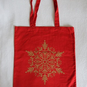 Piros karácsonyi vászontáska, Táska & Tok, Bevásárlás & Shopper táska, Shopper, textiltáska, szatyor, Fotó, grafika, rajz, illusztráció, Piros klasszikus bevásárló táska könnyű pamut anyagból. \n\nCsillogó arany hópihés mintával szitázva, ..., Meska