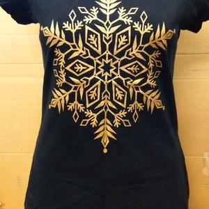 Hópihés női póló, Ruha & Divat, Női ruha, Póló, felső, Fotó, grafika, rajz, illusztráció, Női,(100%pamut) nagyobb nyakkivágású kényelmes viseletű póló arany hópihével, szitanyomás eljárással..., Meska