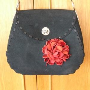 A ,,Különleges táska,, még egy variációban-kócos virággal - táska & tok - kézitáska & válltáska - vállon átvethető táska - Meska.hu