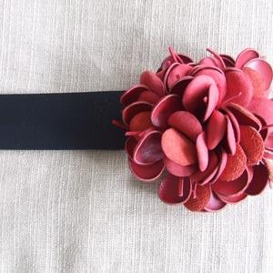 Virágos  öv-,,kócos,,  virággal - Meska.hu