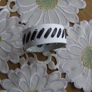 Kicsi  fehér - fekete táska (spalti51) - Meska.hu