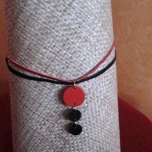 KÉSZLETKISÖPRÉS!!! Egyszerű karikás nyaklánc-piros-fekete - Meska.hu
