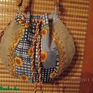 Nosztalgia táska-Napraforgó virágos zsákvászon táska,mutatós bőr füllel (spalti51) - Meska.hu