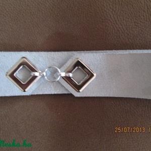 Lyukas öv négyzet alakú lyukkal világos szürke hasított bőrből (spalti51) - Meska.hu