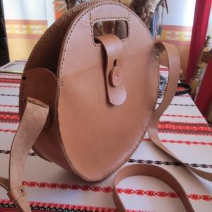 Óriási kör alakú táska, Vállon átvethető táska, Kézitáska & válltáska, Táska & Tok, Bőrművesség, A TERMÉK ELKÉSZÍTÉSI IDEJE VÁLTOZHAT A MEGADOTTHOZ KÉPEST,RENDELÉS MENNYISÉGÉTŐL FÜGGŐEN HAMARABB IS..., Meska