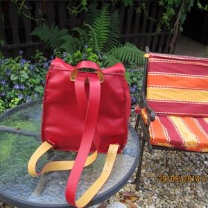 Csodaszép piros színű hátizsák (spalti51) - Meska.hu