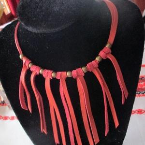 """AKCIÓ!!!Rojtos  nyaklánc\"""" narancssárgában-két változatban, Bojtos nyaklánc, Nyaklánc, Ékszer, Bőrművesség, Ékszerkészítés, -valódi marhabőrből általunk hasított szálakból kis antikolt gyöngyök felhasználásával készítettem e..., Meska"""