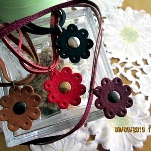 Vidám virágos nyaklánc, Ékszer, Medálos nyaklánc, Nyaklánc, Bőrművesség, Ékszerkészítés, Meska