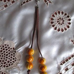 O bag táskadísz színes fagolyókkal és fémdíszekkel (spalti51) - Meska.hu