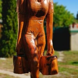 A vízhordó nő, Fa, Szobor, Művészet, Famegmunkálás, Üdvözlöm.\nEladó a képeken látható élatnagyságú 195cm maga, cseresznyefa szobór. Ez egy drága alapany..., Meska