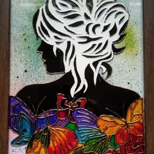 Hölgy pillangókkal. Üvegfestmény., két változazban, Konyharuha & Törlőkendő, Konyhafelszerelés, Otthon & Lakás, Festészet, Üvegművészet, Üveglapra festett kép. Üvegfestési technkával készült. Bekeretezve kb. 23-szor 32 cm.\nAz üvegfestmén..., Meska