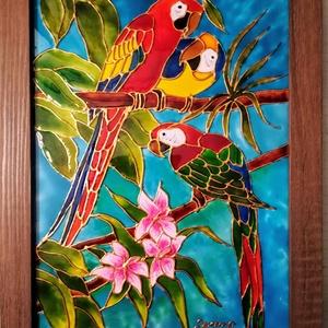 Színpompás papagályok. Romantikus madaras festett üveg kép, dekorációs üvegfestmény, Művészet, Festmény, Festmény vegyes technika, Üvegművészet, Festészet, Kedves látogató - köszönöm, hogy benézett a boltomba !!!\nEzek a színpompás papagályok egy igazi üde ..., Meska