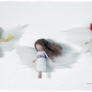 Őrangyalkák/ Karácsonyi Mini Angyalkák - tűnemezelt baba, dísz, függő, Karácsonyfadísz, Karácsony & Mikulás, Otthon & Lakás, Nemezelés, Ár az első kép alapján: sima: 1790.-ft, csengettyűs, lovacskás: 1990.-ft\n(Természetesen más összeáll..., Meska