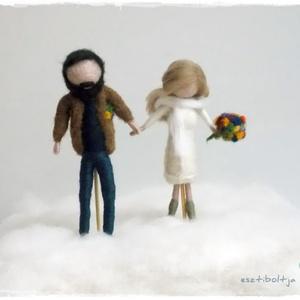 Esküvő (menyasszony-vőlegény) - tűnemezelt baba, dísz, függő, Esküvő, Nászajándék, Esküvői dekoráció, Nemezelés, Egyedi és különleges esküvői ajándék lehet. \nA pár karaktere szerint készítem el a babákat, 12cm-es ..., Meska