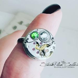 Miss Gretchen Withlock - swarovskival díszített gyűrű , Ékszer, Gyűrű, Statement gyűrű, Ékszerkészítés, Újrahasznosított alapanyagból készült termékek, Régi idők női karóra belsői lényegültek át az egyik legkedvesebb ékszerünké.\nMeglátod, ha felveszed,..., Meska