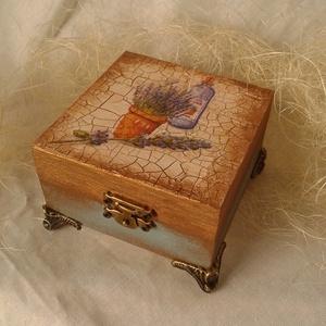 Antik levendulás dobozka, Dekoráció, Otthon & lakás, Lakberendezés, Ékszer, Ékszertartó, Decoupage, transzfer és szalvétatechnika, Antikolt, decoupage technikával készült dobozka, melyben mind kis titkokat, mind ékszereket elrejthe..., Meska