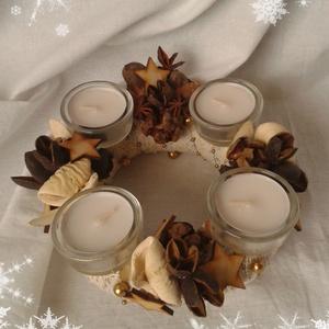 Adventi koszorú I., Dekoráció, Otthon & lakás, Karácsony, Ünnepi dekoráció, Karácsonyi dekoráció, Lakberendezés, Gyertya-, mécseskészítés, Fehér-barna-arany színek a természetest, egyszerűséget kedvelőknek.\n\nÁtmérője 20 cm.\n\n(Teamécsessel ..., Meska