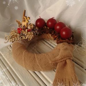 Adventi koszorú II., Dekoráció, Otthon & lakás, Karácsony, Ünnepi dekoráció, Karácsonyi dekoráció, Lakberendezés, Gyertya-, mécseskészítés, Fehér-barna-bordó színek az otthon melegségét, biztonságát sugározzák.\nTöltse be a te otthonod ez a ..., Meska