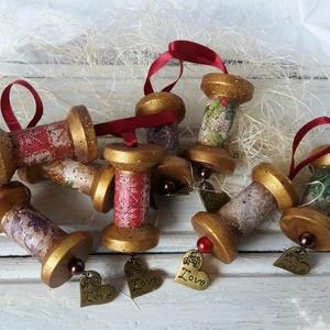 Rusztikus karácsonyfadísz , Karácsonyfadísz, Karácsony & Mikulás, Otthon & Lakás, Decoupage, transzfer és szalvétatechnika, Festett tárgyak, Régi idők hangulatát idéző, spulniból készült karácsonyfadísz nem csak a vintage stílus kedvelőinek...., Meska