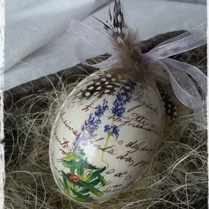 Húsvéti vintage tojás, Otthon & Lakás, Dekoráció, Asztaldísz, Decoupage, transzfer és szalvétatechnika, Festett tárgyak, Vinatge hatású, decoupage technikával készített  levendulás műanyag tojás.\n\nNEM törik!\n\nA minták dar..., Meska