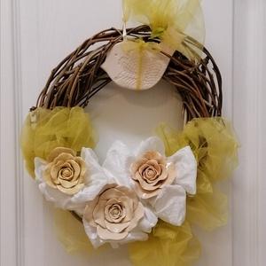 Ajtókopogtató légies tavaszias pasztel színű romantikus rózsás , Otthon & Lakás, Lakberendezés, Kerámia, Kerámia virágaimmal díszített ajtó kopogtatóm, már hívja a tavaszt.\n3db rózsa, 1db madárka található..., Meska