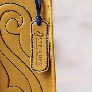 Iduna női bőr táska, Magyar motívumokkal, Táska, Divat & Szépség, Táska, Bőrművesség, Domborított mintával díszített, dupla kézi fogós,  belső lapos zsebes, 1 rekeszes, húzózáras  táska...., Meska