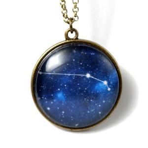 Kos horoszkóp lánc ( III.21.-IV.19. ) Csillagkép lánc, Ékszer, Nyaklánc, Ékszerkészítés, A Kos  jegy szülötteinek ( III.21.-IV.19. ) csillagképe.\n\nMedál átmérője 25 mm\nLánc hossza 55 cm.\nA ..., Meska