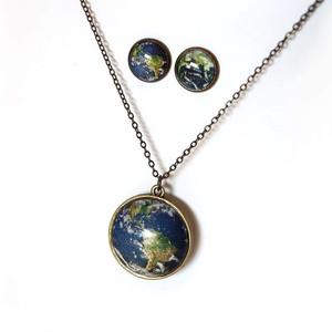Föld szet csillagékszer, Ékszerszett, Ékszer, Ékszerkészítés, Föld antik szet\n\nMedál átmérője 25 mm\nLánc hossza 50 cm.\nFüli lencse átmérő 12 mm\nA medál kettő olda..., Meska