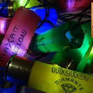 Töltény izzósor karácsonyra, Otthon & lakás, Dekoráció, Ünnepi dekoráció, Karácsony, Karácsonyi dekoráció, Lakberendezés, Lámpa, Hangulatlámpa, Mindenmás, Újrahasznosított alapanyagból készült termékek, Sörétes puska ellőtt töltényhüvelyeiből készült karácsonyi elemes izzósor.\nAz izzósor 20 LED-es. A t..., Meska