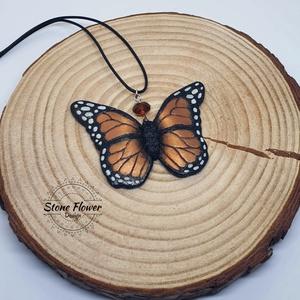 Pillangó medál süthető gyurmából , Medálos nyaklánc, Nyaklánc, Ékszer, Gyurma, Süthető gyurmából készült, aprólékos kidolgozású pillangó medál. Kb. 5-6 cm. , Meska