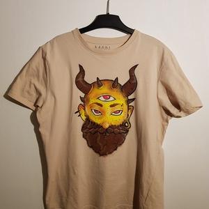 Szarvas törp - sárga festett póló, Ruha & Divat, Festett tárgyak, Festészet, Saját kézzel festett egyedi mintás póló. \nA festéshez textilfilcet és textilfestéket használtam, mag..., Meska