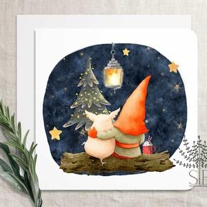 Karácsonyi képeslap, manós képeslap, manó karácsonyi üdvözlő lap, malacka és manó képeslap, Otthon & Lakás, Karácsony & Mikulás, Karácsonyi képeslap, Fotó, grafika, rajz, illusztráció, Manó és barátja képeslap karácsonyra.\n\nA képeslapok matt, hófehér papírra vannak nyomtatva. \n\nAmit k..., Meska