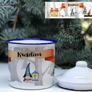 Bádog bögre, retro bögre, karácsonyi zománc bögre, ajándék bögre, karácsonyi bádog bögre, Karácsony & Mikulás, Karácsonyi dekoráció, Decoupage, transzfer és szalvétatechnika, Fotó, grafika, rajz, illusztráció, Karácsonyi ajándék Bádog bögre helyes téli manókkal.\nRetro, kék peremes bádog bögre, fedővel.\nA bádo..., Meska