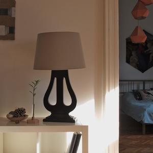 Egyedi lámpa régi zongorapedálból , Otthon & Lakás, Lámpa, Asztali lámpa, Famegmunkálás, Régi zongorapedálból készült egyedi lámpa. Csak 1 db készült belőle. Feketére lakkozott fa lámpatest..., Meska