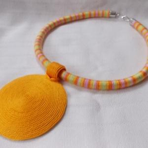 Textilékszer a narancs színeiben,dekoratív fonalékszer, nyaklánc afrikai stílusban, Ékszer, Nyaklánc, Zárható titok nyaklánc, Ékszerkészítés, OGEL afrikai stílusban készült fa-textil nyaklánc azoknak, akik szeretnének kitűnni a tömegből. \nFaa..., Meska