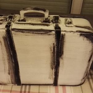 Antik Bőrönd, Bőrönd, Bőrönd & utazás, Táska & Tok, Festett tárgyak, Régi bőr utazó börönd átalakitva tároló eszközzé.\nPadláson talált ösrégi darab mely fehér fekete Vin..., Meska