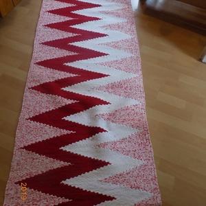 Piros mintás szőnyeg, Otthon & lakás, Lakberendezés, Lakástextil, Szőnyeg, Szövés, Pamut és műszál keverék, mosógépben mosható.\nMéret:155x68 cm, Meska