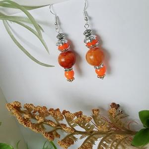 Királynői fülbevaló narancs színben, Ékszer, Fülbevaló, Lógó fülbevaló, Ezt a fülbevalót narancssárga színű gyöngyökkel díszítettem, kiegészítésként strasszos köztesekkel é..., Meska