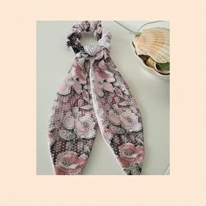 Scrunchie virágos mintával, Ruha & Divat, Hajdísz & Hajcsat, Hajgumi, Hajgumit készítettem hosszú ivelt résszel . Pár éve és még a mai napig is kedvelt viselet nőknek és ..., Meska