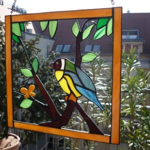 Cinke a fán. (tiffany ablakkép, lakberendezés, dekoráció, pedagógusnap, születésnap, névnap, ajándék), Dekoráció, Otthon & lakás, Dísz, Lakberendezés, Falikép, Üvegművészet, Tiffany technikával, saját tervezésem alapján készült madár  spektrumüvegek felhasználásával. A szín..., Meska