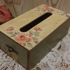 Zsebkendőtartó doboz, Otthon & Lakás, Tárolás & Rendszerezés, Zsebkendőtartó, Decoupage, transzfer és szalvétatechnika, Decoupage technikával készült fa papír zsebkendőtartó doboz. Rózsás szalvétával díszítve. Bibliai ig..., Meska