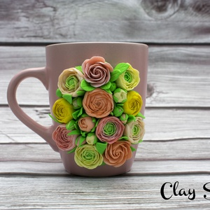 Pasztell színű virágos bögre/ Rózsás, boglárkás rózsaszínű bögre, Bögre & Csésze, Konyhafelszerelés, Otthon & Lakás, Gyurma, A bögre anyaga kerámia. A dekoráció süthető gyurmából, kézzel készült, aprólékos munkával.\nA bögre ű..., Meska